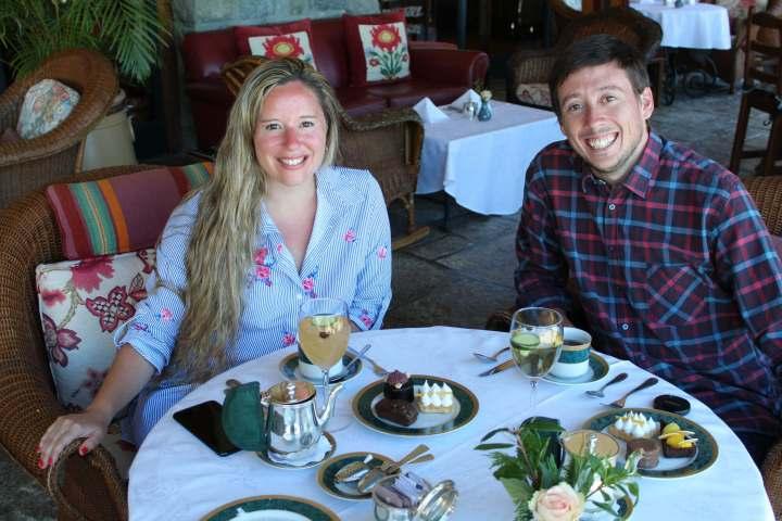 Naza y Martín tomando el té en el Hotel Llao Llao