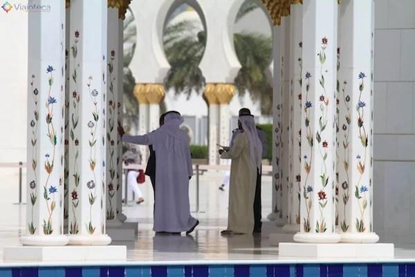 Árabes na Mesquita de Abu Dhabi