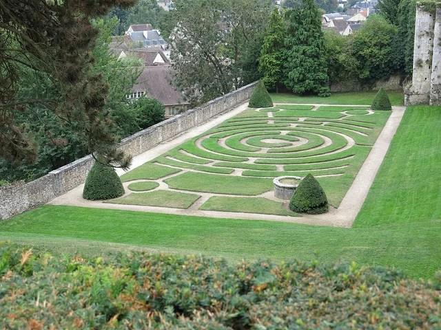 Labirinto no jardim Labirinto Catedral de Chartres