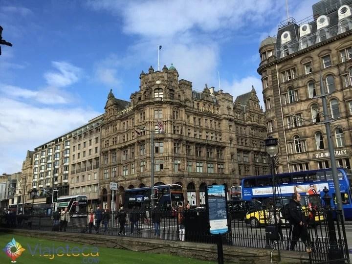 10 atrações imperdíveis em Edimburgo Princess Street1