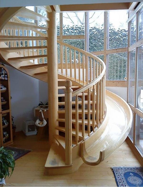 Tobogán con escaleras