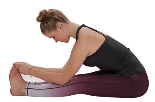 SENTADO PLEGADO HACIA DELANTE en Yoga