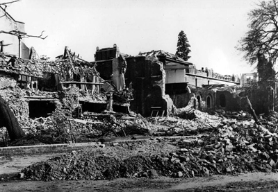 black-and-white photo of Dulwich Picture Gallery reduced to rubble in Word War II
