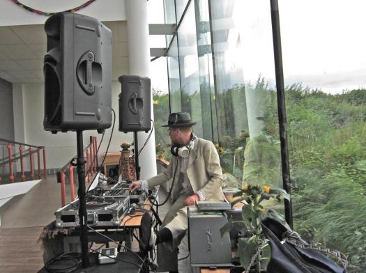 Benjamin Darvill deejays (photo by Natalie)