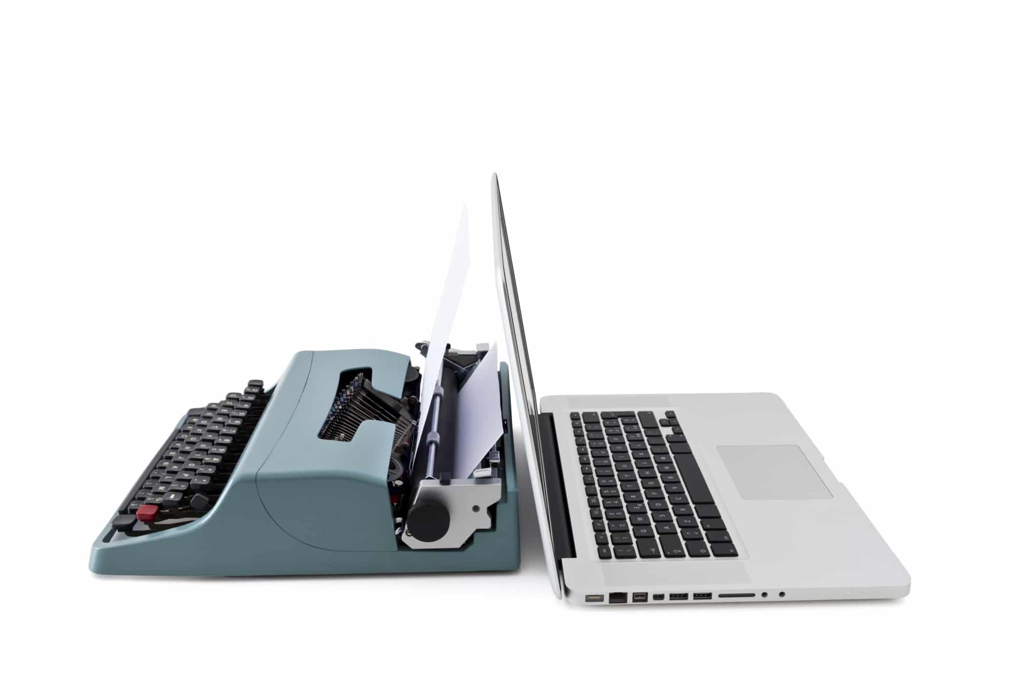 Mesin Ketik Lama dan PC Laptop