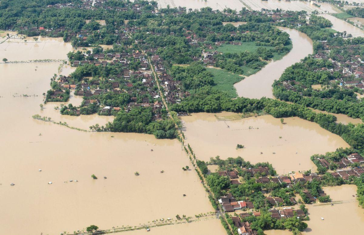 Foto Banjir Yang Terjadi Di Kabupaten Madiun Menggunakan Drone