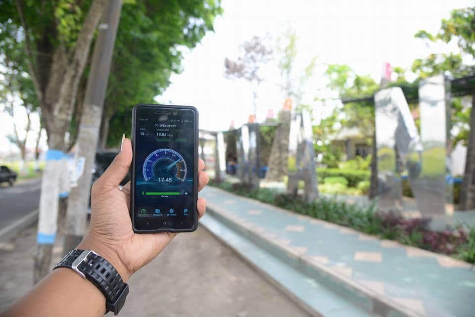Uji Kecepatan Koneksi Gratis Di Madiun Menggunakan Aplikasi Speedtest Di Smartphone