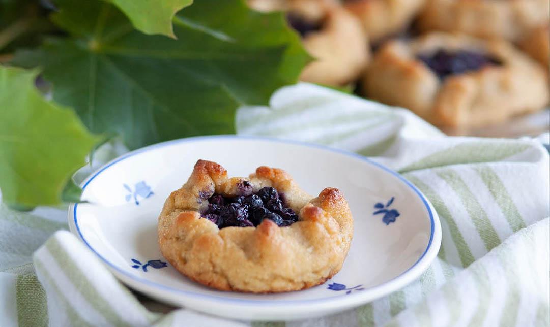 Kardemummaknyten med blåbär