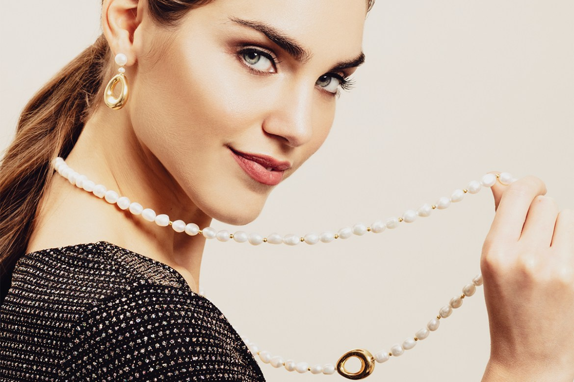 Coscia: cameos and pearls based on tradition