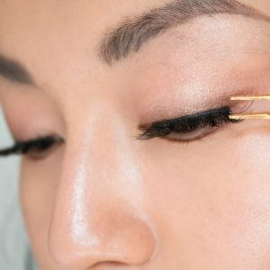 How to wear False Lashes