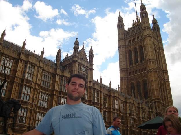 Guilherme antes de visitar o Parlamento. Foto: Marcelle Ribeiro