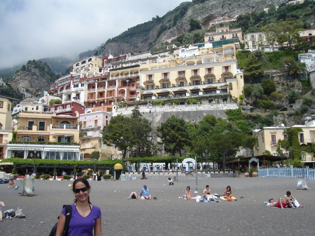 Casas e hotéis construídos na encosta de Positano. Foto: Marcelle Ribeiro