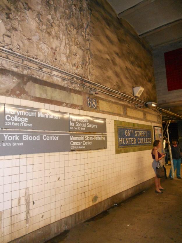 Estação do metrô toda feia e suja em Nova York. Foto: Marcelle Ribeiro