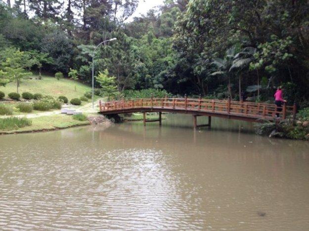 tem´plo budista em cotia lago
