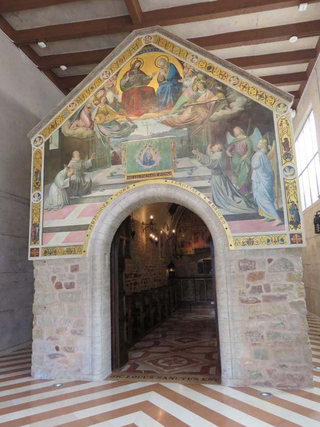 A réplica da capela de São Francisco de Assis foi considerada solo sagrado por Bento XVI. (Marcelle Ribeiro)