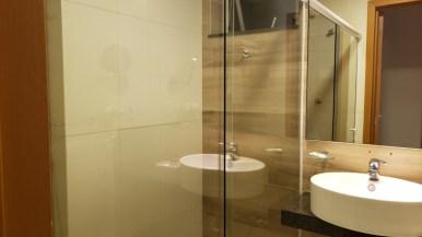banheiro hotel matiz oasis cabo frio