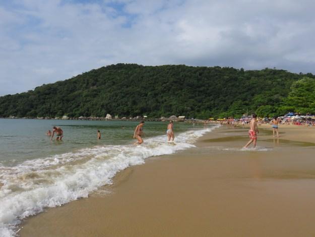 Praia de Laranjeiras, em Balneário Camboriú. Foto: Marcelle Ribeiro.