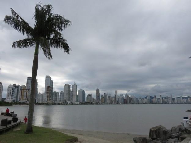 Vista do Molhe Barra Sul, em Balneário Camboriú. Foto: Marcelle Ribeiro.