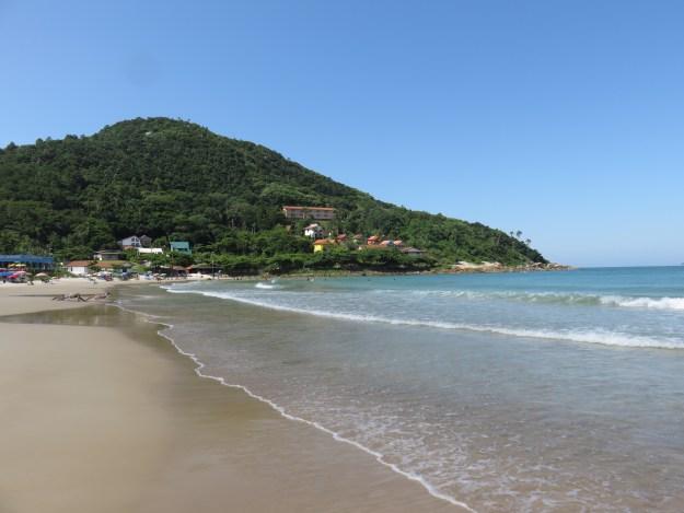 Praia de Quatro Ilhas, em Bombinhas. Foto: Marcelle Ribeiro.