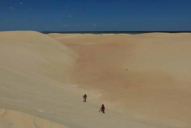Sandboard nas dunas de Camocim. Foto: Marcelle Ribeiro.