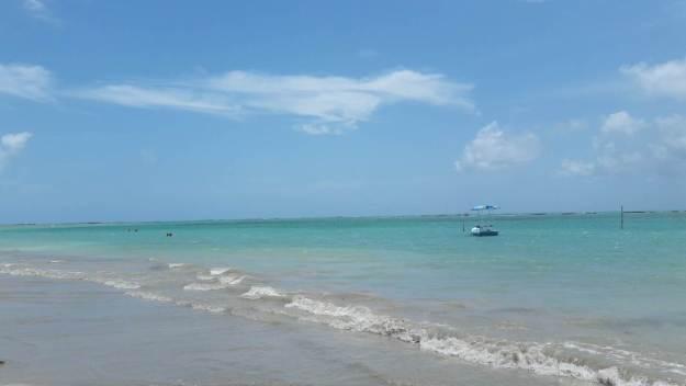 Mesmo com barracas, a praia do Riacho é uma delícia! Foto: Marcelle Ribeiro