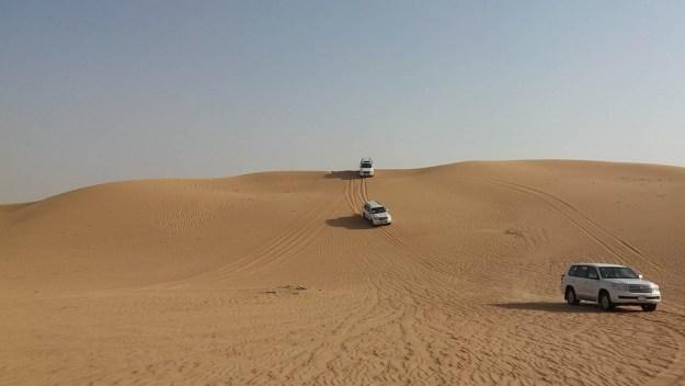 Os jipes balançam nas dunas do deserto, mas com segurança. Foto: Marcelle Ribeiro