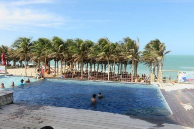 piscina da barraca da lua em canoa quebrada passeio das 3 praias