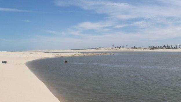 lagoa na praia de águas belas