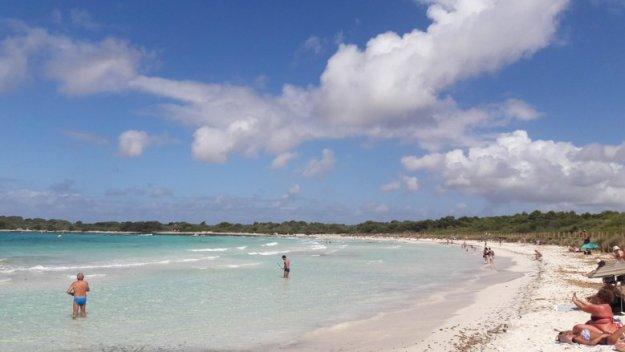 praia son saura menorca espanha