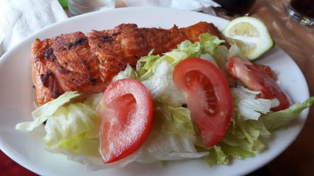 chiloe-salmao-restaurante-praia