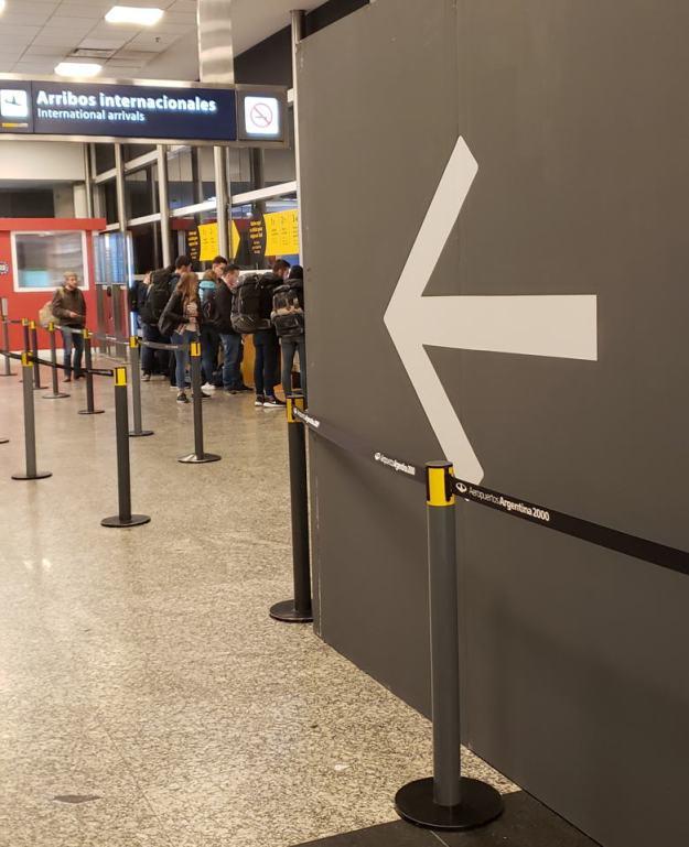 transfer entre aeroportos buenos aires fila taxi aeroparque
