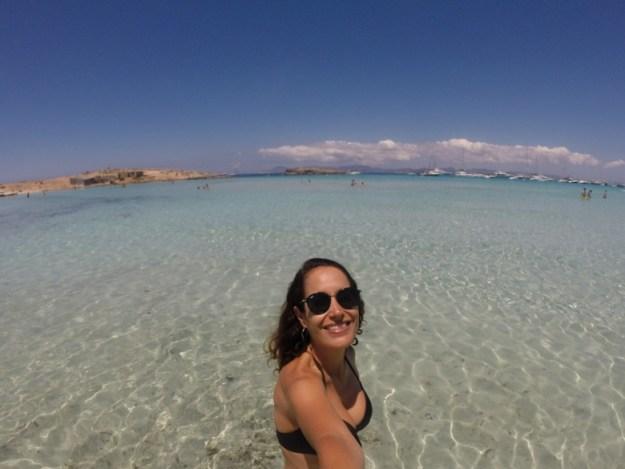 mulher praia illetes ilha de formentera
