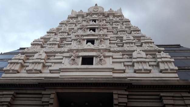 fachada Templo Sri Radha Krishna