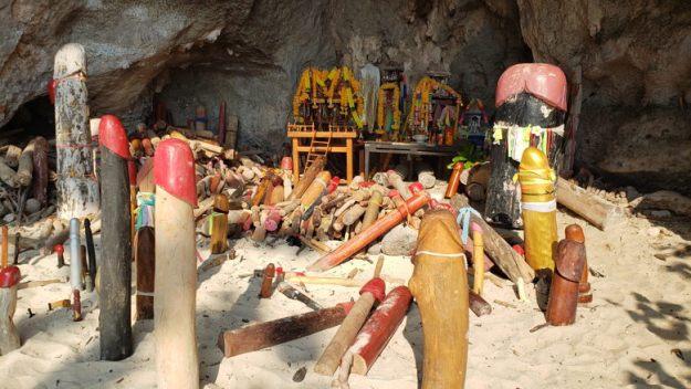 railay beach caverna