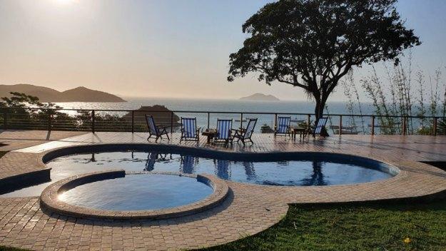 piscina mar búzios airbnb rj