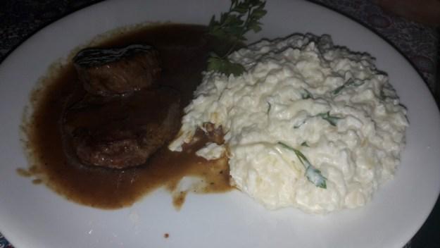 o que fazer na serra do cipo restaurante petras bistro prato piamontese