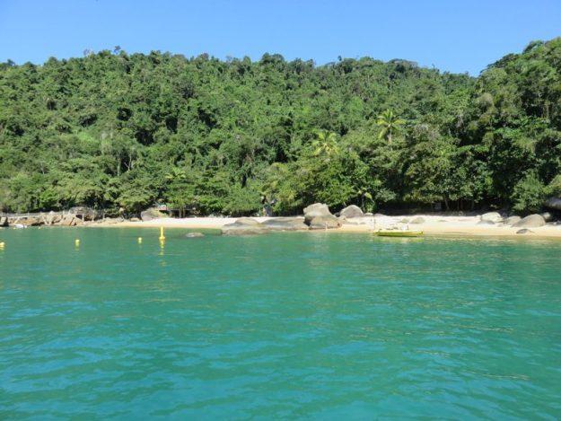 passeio de barco em paraty praia conceicao
