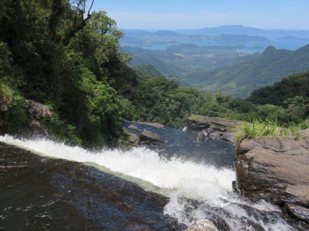 serra da bocaina cachoeira bracuid vista baia de angra