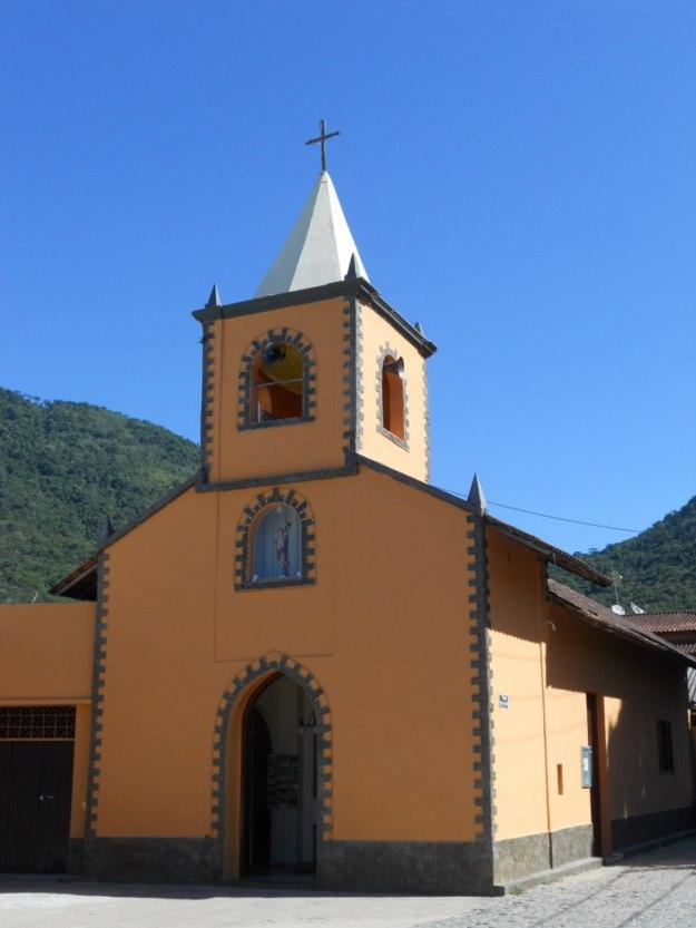 onde ficar em ilha grande igreja vila do abraão