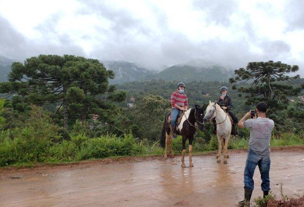 cavalos pessoas o que fazer em monte verde