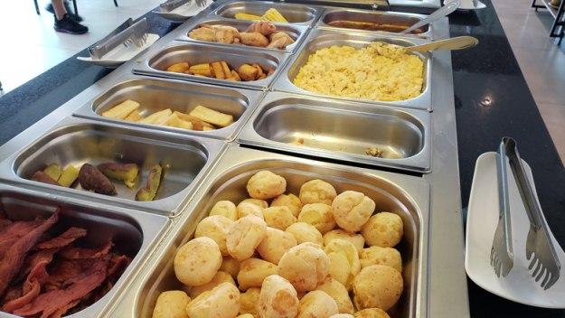 buffet café da manhã onde ficar em cabo frio