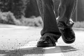 a piedi