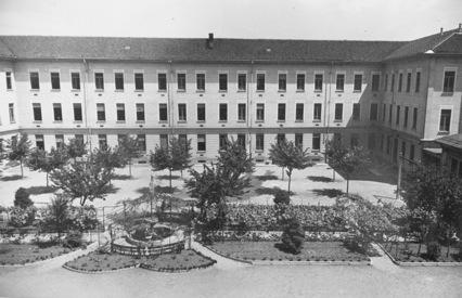 Il cortile della scuola Gabelli negli anni 50_L