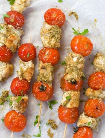 Vicky van Dijk | Kip kebab met pesto en cherrytomaatjes
