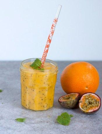 Vicky van Dijk | Zomerse smoothie met mango, passievrucht en munt