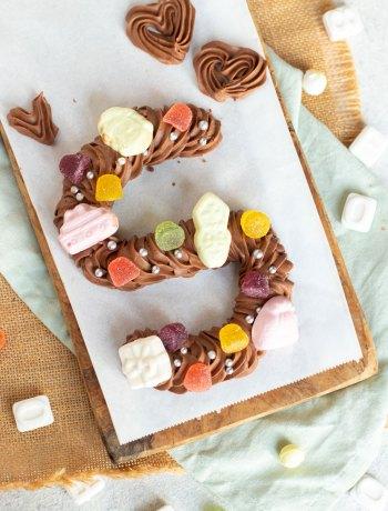 Zelfgemaakte chocoladeletter