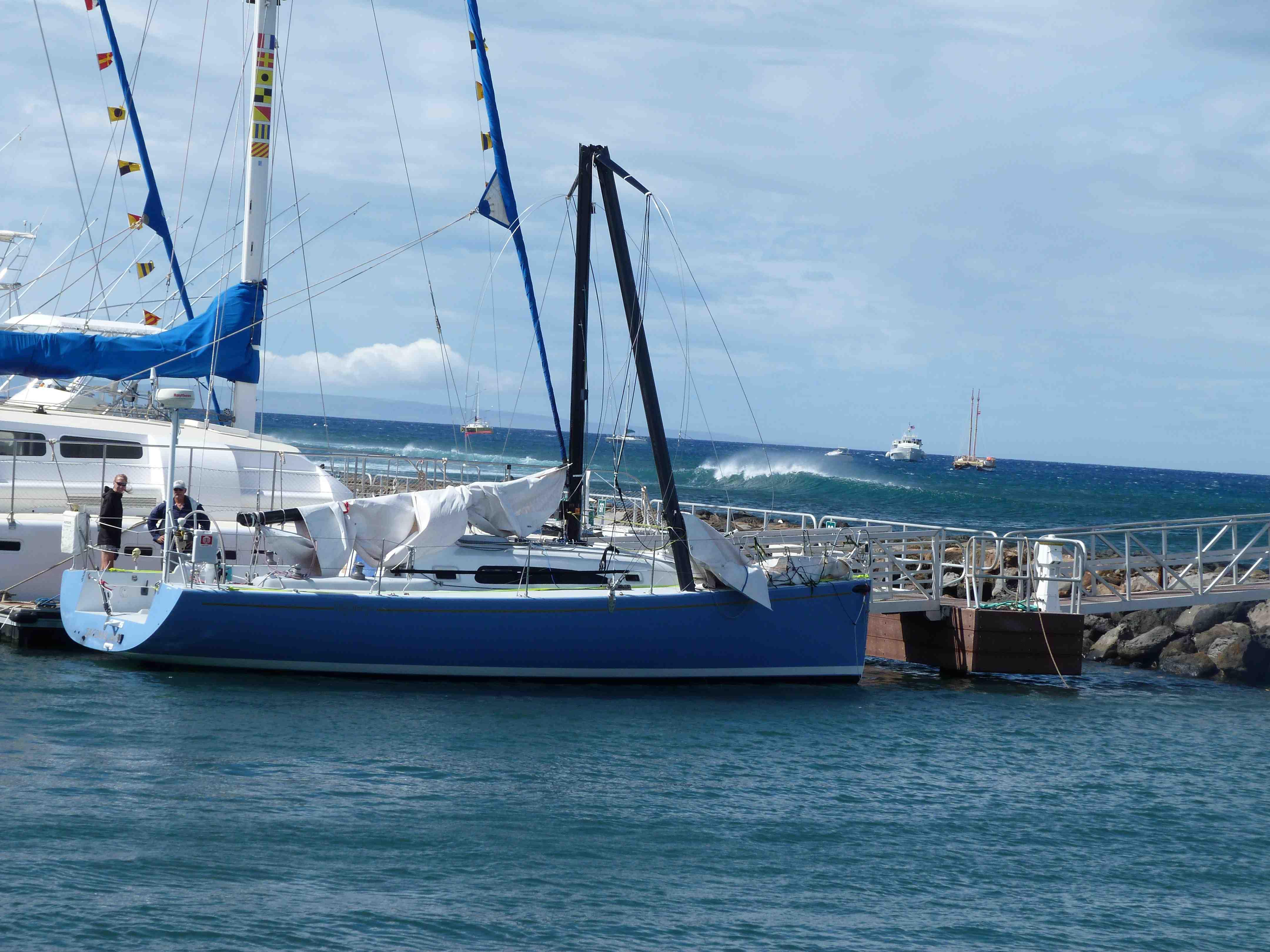 Vic Maui Yacht Race Kahuna Breaks Its Mast