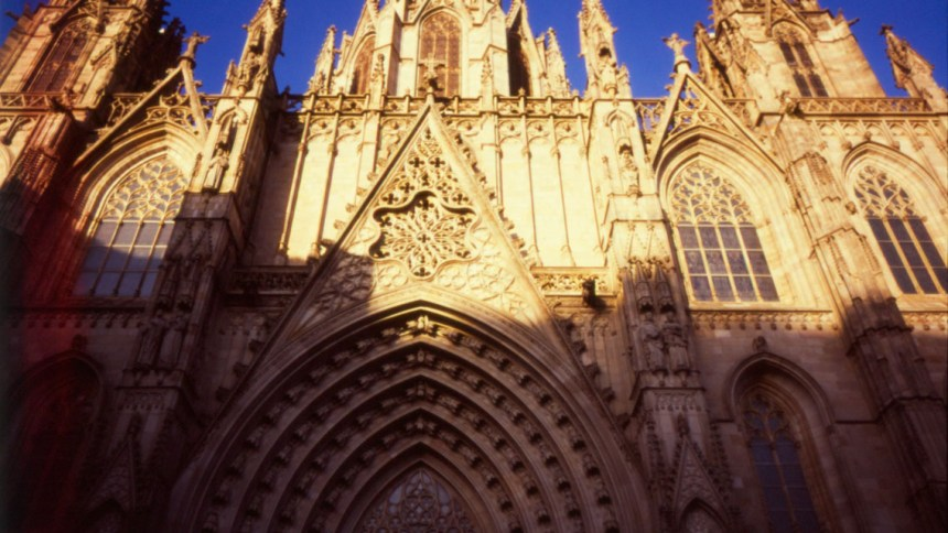 Barcelona 2017 – walking with Ricoh GR1s and Fujifilm Velvia 100F – part i