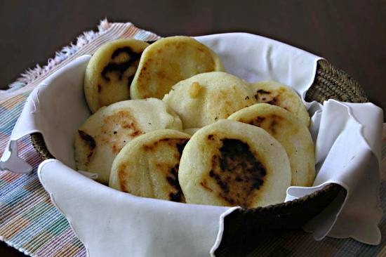 https://i0.wp.com/www.victoria-adventure.org/more_than_links_images/VIC4/arepas1.jpg