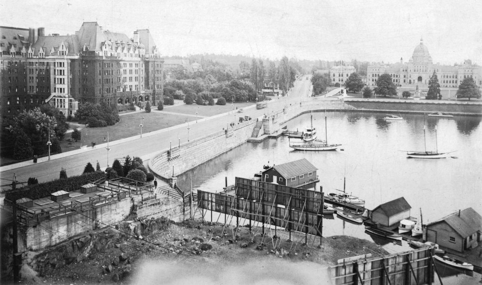 The Inner Harbour causeway upon completion in 1903